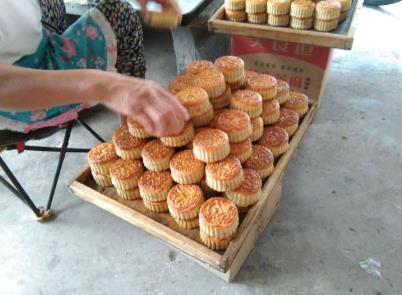 个人夫妻烘焙店中秋节如何策划销售月饼?